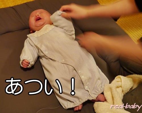 赤ちゃんが汗びっしょり!それでも肌着は重ねるの?