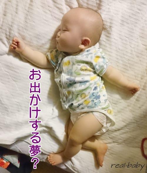睡眠中の赤ちゃんが白目をむいている!これって危険なの?
